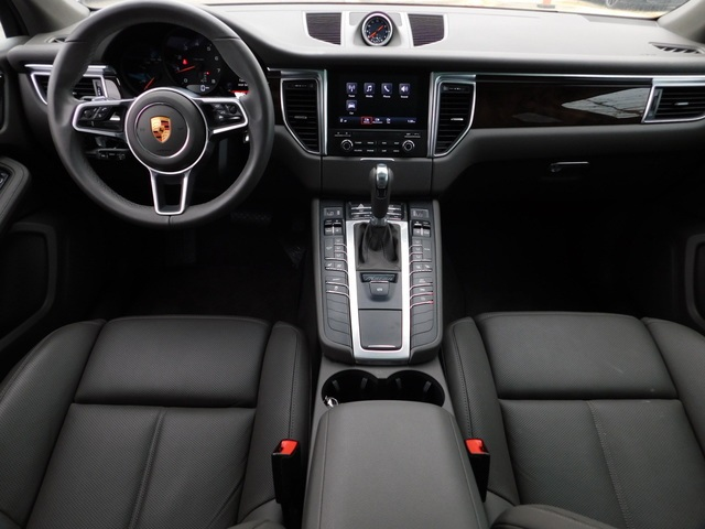 Pre-Owned 2018 Porsche Macan Base